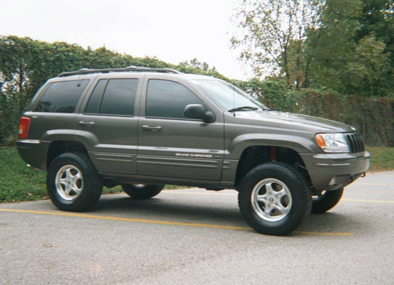Lifting the Jeep Grand Cherokee